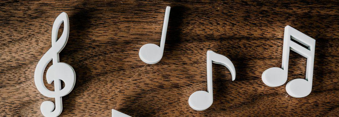 Difference between Headphones, Earphones, and Earbuds