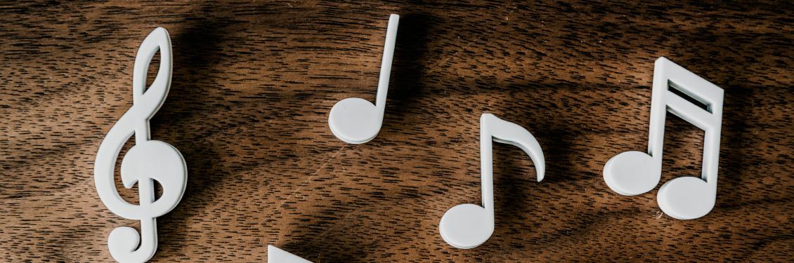 Earbud,-earphone-or-headphone